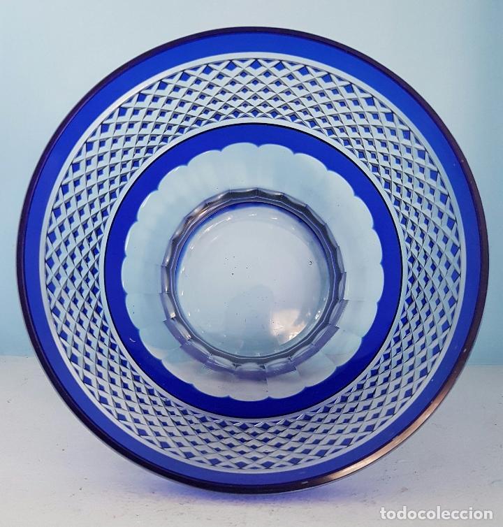 Antigüedades: Impresionante ponchera antigua en cristal de bohemia tallado a mano azul encamisado, años 20 . - Foto 5 - 70263481