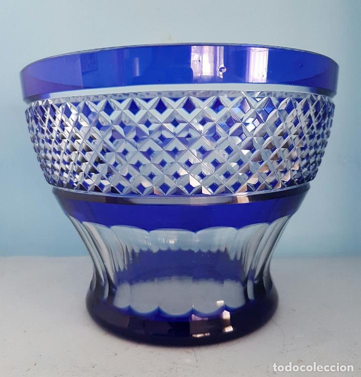 Antigüedades: Impresionante ponchera antigua en cristal de bohemia tallado a mano azul encamisado, años 20 . - Foto 6 - 70263481