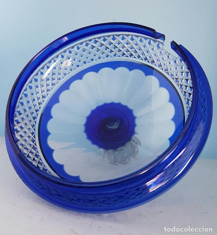 Antigüedades: Impresionante ponchera antigua en cristal de bohemia tallado a mano azul encamisado, años 20 . - Foto 8 - 70263481