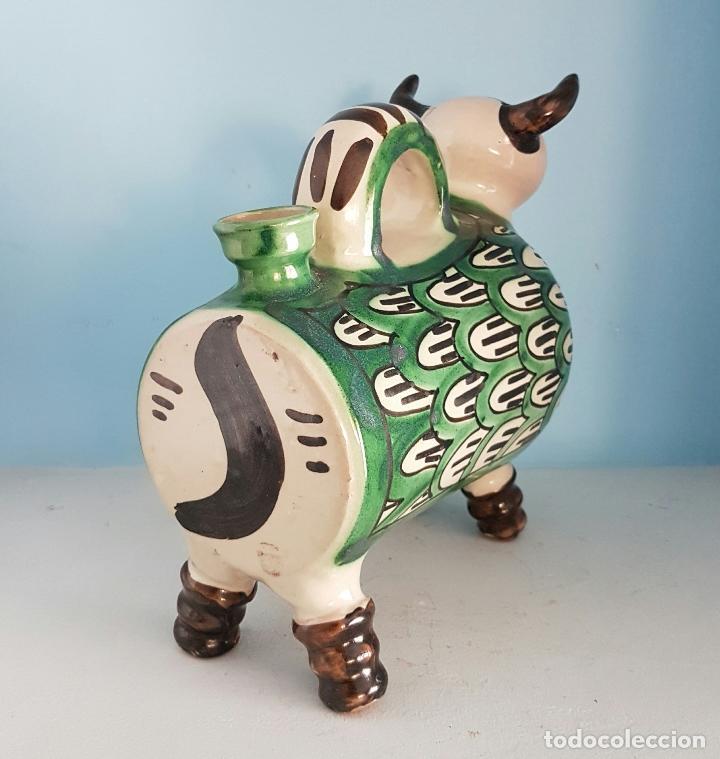 Antigüedades: Botijo antiguo con forma de toro en cerámica esmaltada de Teruel, firmada por Domingo Punter . - Foto 3 - 70263805