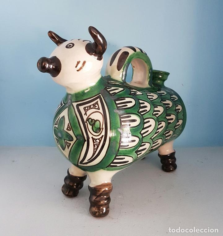 Antigüedades: Botijo antiguo con forma de toro en cerámica esmaltada de Teruel, firmada por Domingo Punter . - Foto 4 - 70263805