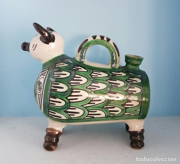 Antigüedades: Botijo antiguo con forma de toro en cerámica esmaltada de Teruel, firmada por Domingo Punter . - Foto 5 - 70263805