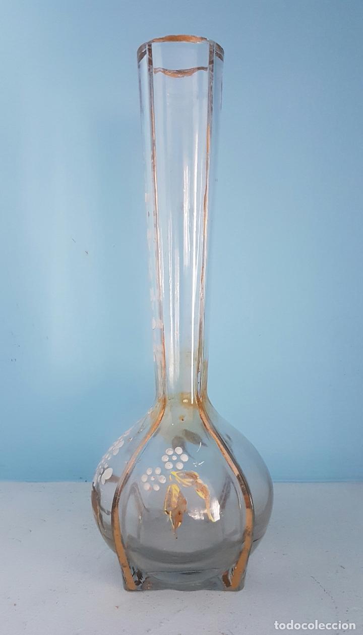 Antigüedades: Gran jarrón violetero modernista en cristal bellamente decorado a mano con motivos florales . - Foto 2 - 70265313