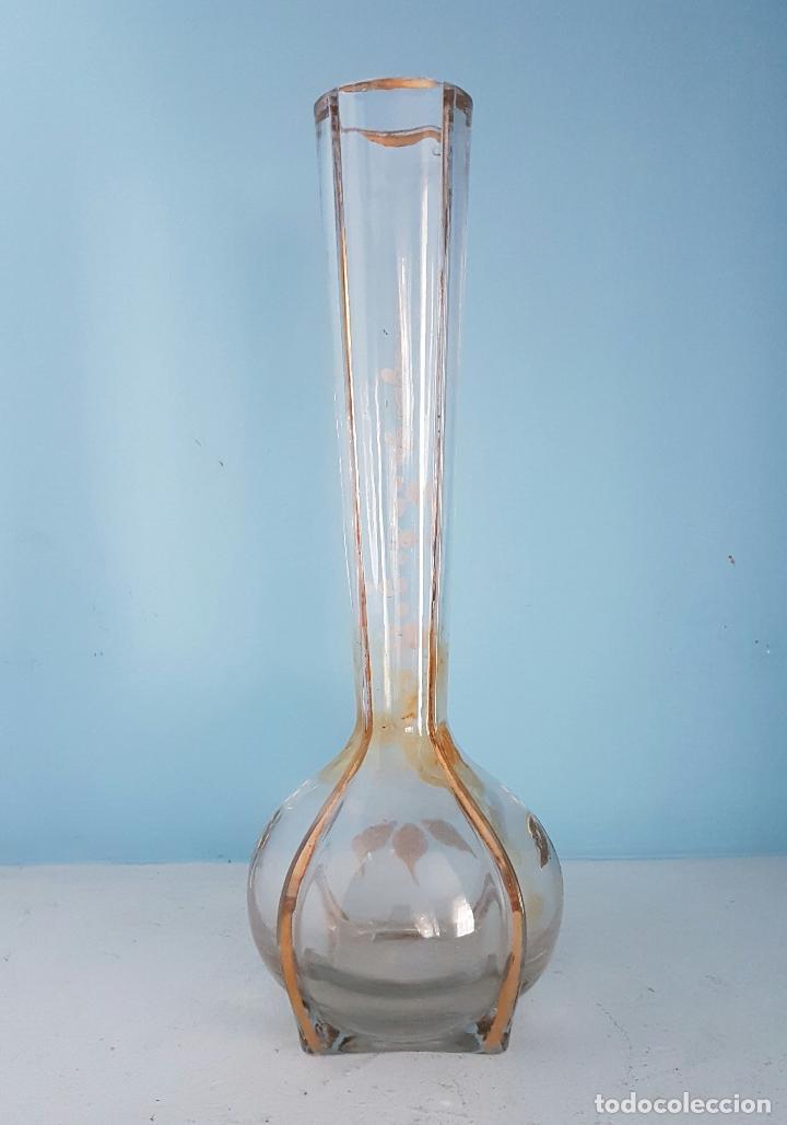 Antigüedades: Gran jarrón violetero modernista en cristal bellamente decorado a mano con motivos florales . - Foto 3 - 70265313