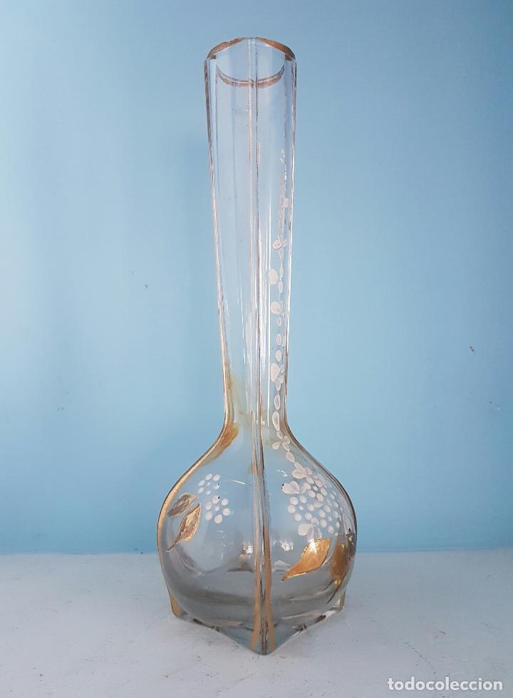 Antigüedades: Gran jarrón violetero modernista en cristal bellamente decorado a mano con motivos florales . - Foto 4 - 70265313