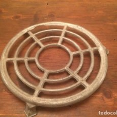 Antigüedades: ANTIGUO SALVAMANTELES DE ALUMINIO CIRCULAR, AÑOS 40-50. Lote 70266989