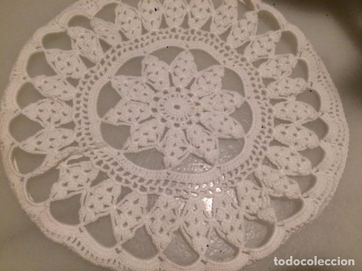 Antigüedades: Antiguo tapete de ganchillo de los años 30-40 en hilo blanco circular - Foto 3 - 70267269