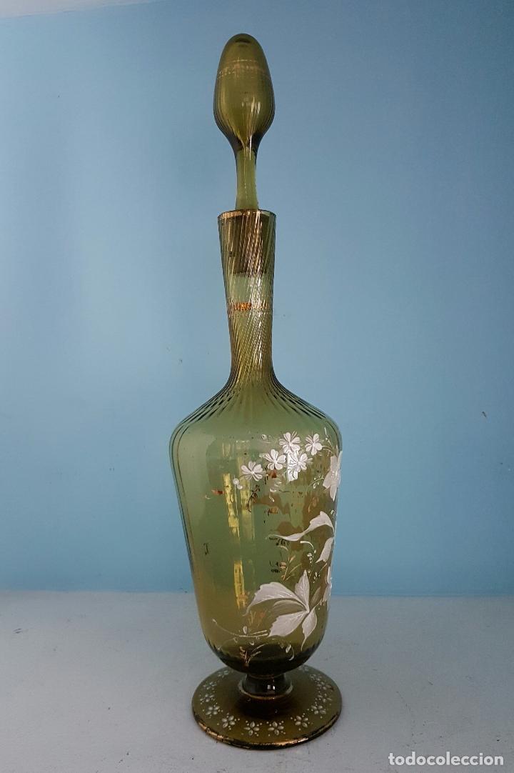 Antigüedades: Juego antiguo de licor en cristal soplado verde ambar decorado con flores esmaltadas al fuego, XIX . - Foto 8 - 70332977