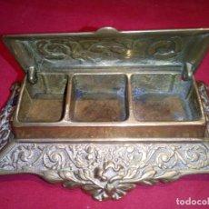 Antigüedades: CAJITA EN BRONCE PARA SELLOS. Lote 70436573
