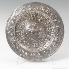 Antigüedades: BANDEJA DE PLATA. SIGLO XIX. PLATA REPUJADA.. Lote 70513657