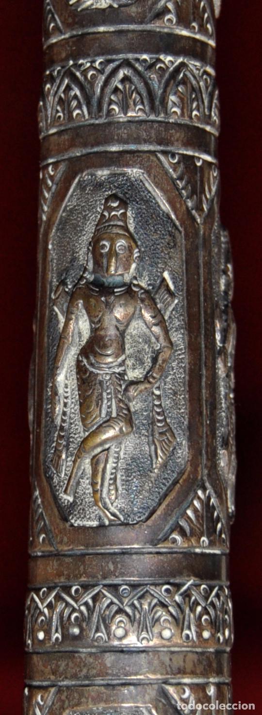 Antigüedades: ANTIGUO PARAGUAS O SOMBRILLA CON MANGO EN PLATA REPUJADA CON ESCENAS HINDUES - Foto 3 - 71066401