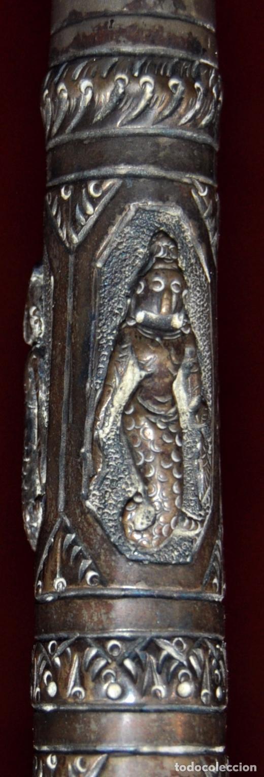 Antigüedades: ANTIGUO PARAGUAS O SOMBRILLA CON MANGO EN PLATA REPUJADA CON ESCENAS HINDUES - Foto 5 - 71066401