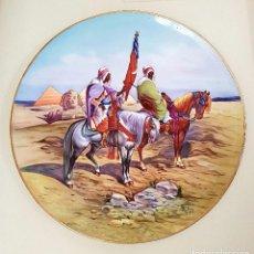 Antigüedades: DE MUSEO, PLATO DE GRAN TAMAÑO,58 CMS. PINTADO A MANO Y FIRMADO,DE PICKMAN(SEVILLA). Lote 71090805