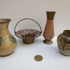 Antigüedades: CONJUNTO DE PEQUEÑOS JARRONES Y FUENTE DE LATON / BRONCE LACADOS. Lote 71100145
