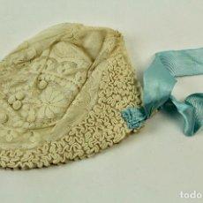 Antigüedades: GORRO DE BAUTIZO DE TELA DE TUL BORDADO. PRINCIPIOS S.XX.. Lote 71268315