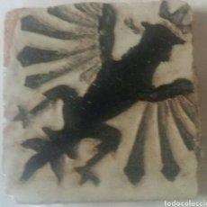 Antigüedades: AZULEJO MENSAQUE TRIANA (SEVILLA)1925. OLAMBRILLA RELIEVE 7X7 CM APROXIMADAMENTE. Lote 71520927