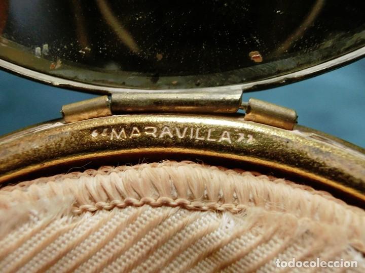 Antigüedades: ANTIGUA Y GRAN POLVERA METÁLICA - MARCA MARAVILLA - AÑOS 50/60 - METAL GRABADO - COLOR DORADO - Foto 3 - 71556795