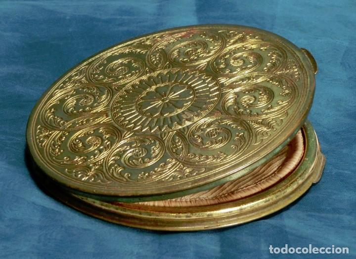 Antigüedades: ANTIGUA Y GRAN POLVERA METÁLICA - MARCA MARAVILLA - AÑOS 50/60 - METAL GRABADO - COLOR DORADO - Foto 6 - 71556795