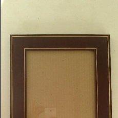 Antigüedades: MARCO EN MADERA CON INCRUSTACION DE DECORACIÓN GEOMÉTRICA, 25X31 CM. Lote 71610671