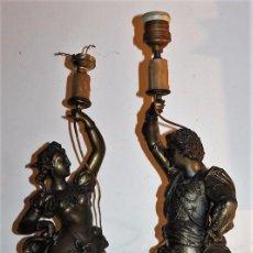 Antigüedades: PAREJA DE LÁMPARAS CON FIGURAS EN CALAMINA DORADA - FINALES DEL SIGLO XIX. Lote 71665183