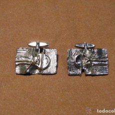 Antigüedades: BONITO JUEGO DE GEMELOS VINTAGE DISEÑO MUY ORIGINAL Y ARTISTICO, AÑOS 70. Lote 71685755