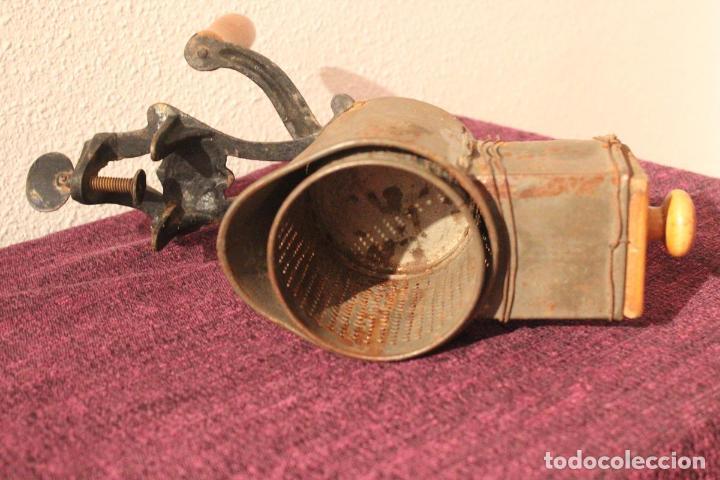 Antigüedades: Antiguo molinillo con base de hierro, sin marca. 30 cm - Foto 6 - 93033544
