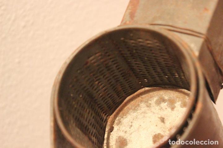 Antigüedades: Antiguo molinillo con base de hierro, sin marca. 30 cm - Foto 7 - 93033544