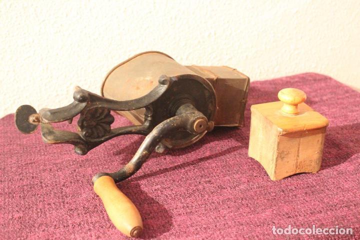 Antigüedades: Antiguo molinillo con base de hierro, sin marca. 30 cm - Foto 12 - 93033544