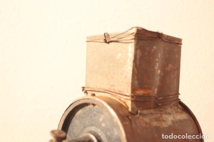 Antigüedades: Antiguo molinillo con base de hierro, sin marca. 30 cm - Foto 15 - 93033544