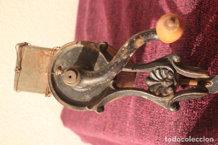 Antigüedades: Antiguo molinillo con base de hierro, sin marca. 30 cm - Foto 19 - 93033544