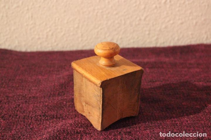 Antigüedades: Antiguo molinillo con base de hierro, sin marca. 30 cm - Foto 20 - 93033544
