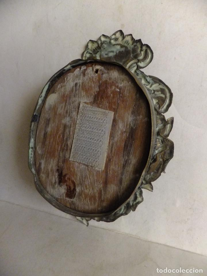 Antigüedades: Relicario en chapa repujada Virgen del Carmen - Foto 3 - 71627623