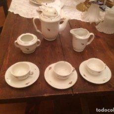 Antigüedades: ANTIGUO JUEGO DE CAFÉ / VAJILLA DE PORCELANA CON BONITO DIBUJO FLORAL AÑOS 30-40. Lote 71731155