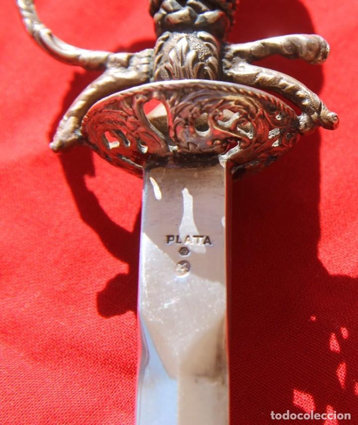 Antigüedades: IMPRESIONANTE ABRECARTAS ESPADACHIN DE PLATA 925 CONTRASTADA LABRADO UNA SANTA O REINA ISABEL II - Foto 10 - 71733055