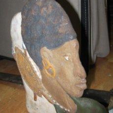 Antigüedades: ANTIGUA ESCULTURA FIIRMADA E ALICANTE GUERRERO ARABE CON ESCUDO Y LANZA. Lote 71697371