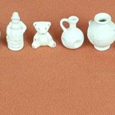 Antigüedades: COLECCION DE 15 FIGURITAS DE VARIOS MATERIALES. BISCUIT, PORCELANA Y RESINA. SIGLO XX. . Lote 71780727