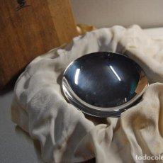 Antigüedades: PATENA CEREMONIAL JAPONESA DE PLATA DE LEY. CAJA ORIGINAL.. Lote 71823427