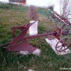 Antiquités: ARADO BRABANT DE AJURIA AGRICULTURA ANTIGUEDAD. Lote 28275660