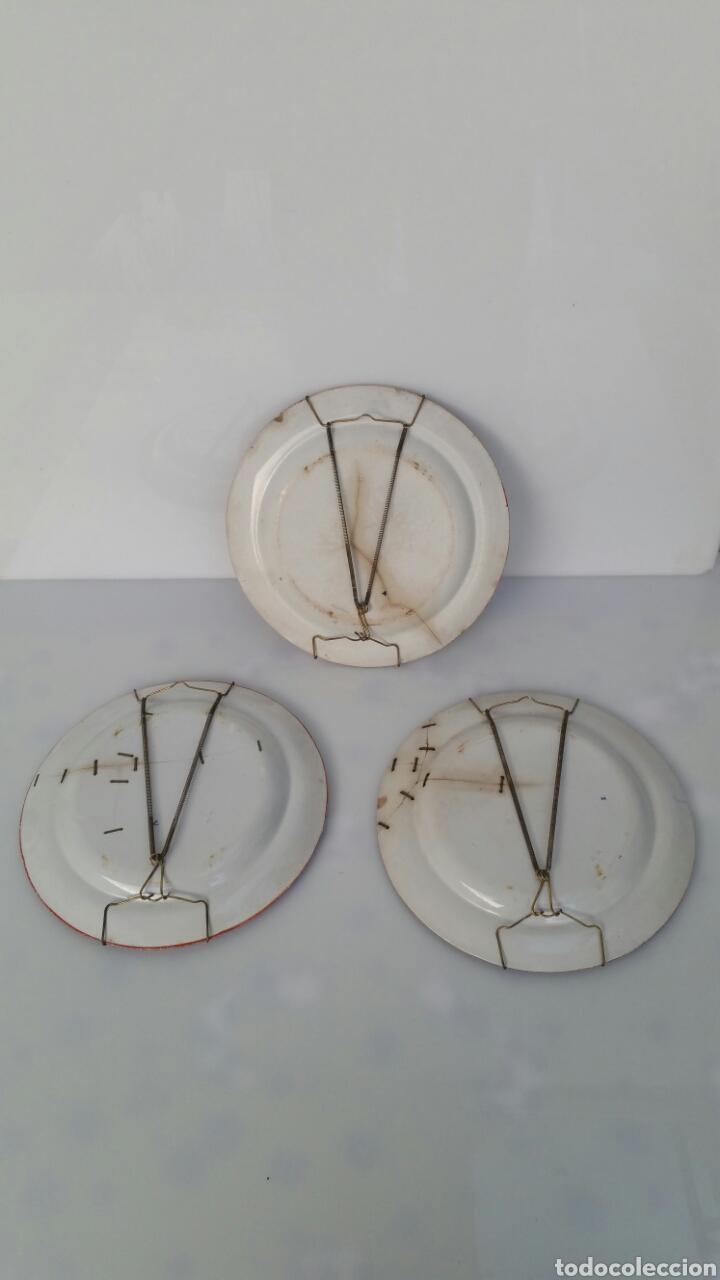 Antigüedades: LOTE 3 PLATOS PORCELANA WEDGWOOD APROX FINAL S XVIII CON LAÑAS - Foto 3 - 71920623