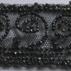 Antigüedades: ANTIGUA PIEZA BORDADA CON AZABACHE S. XIX . Lote 71921235
