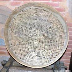 Antigüedades: CRIBA DE LENTEJAS PIEL Y MADERA. PERFECTO ESTADO. DIAMETRO 53 CM. Lote 72020275