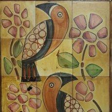Antigüedades: CACATUAS. COMPOSICION DE 18 AZULEJOS EN CERAMICA. FIRMADO M. SERRA. AÑOS 60. . Lote 72034851