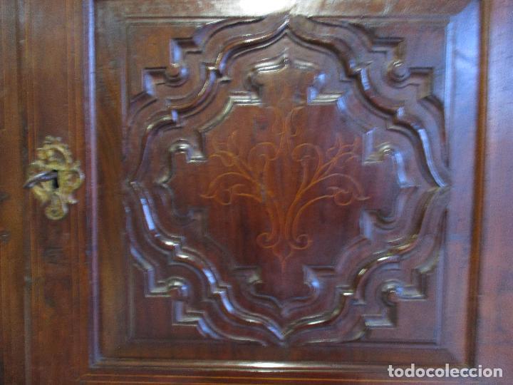 Antigüedades: Antiguo Armario - Barroco Catalán - Madera de Nogal - Marquetería Madera de Boj - Siglo XVIII - Foto 10 - 72043843