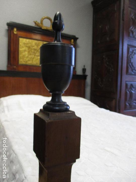 Antigüedades: Antigua Cama - Carlos IV - Madera de Caoba - Escultura en Terracota - Finales Siglo XVIII - Foto 7 - 72047155