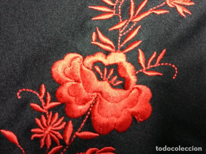 Antigüedades: manton triangular negro bordado flores rojas - Foto 3 - 72141943