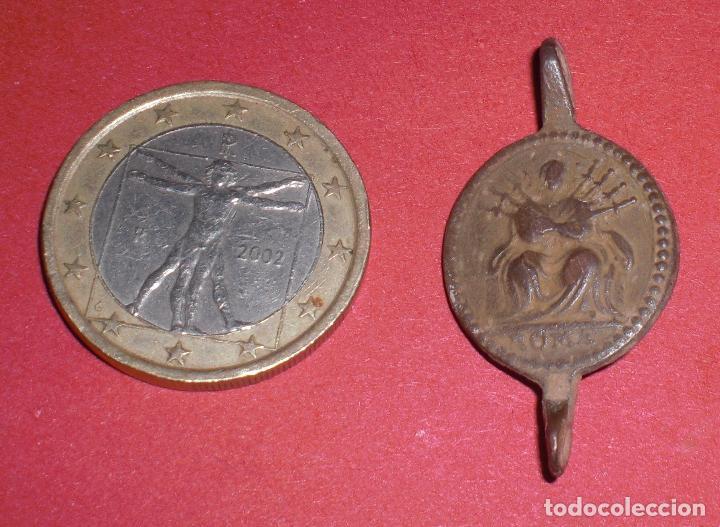 Antigüedades: Antigua medalla siglo XVII virgen del Calvario - Foto 2 - 72157055