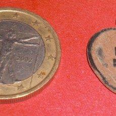 Antigüedades: ANTIGUA MEDALLA SIGLO XIX CRUZ CARAVACA Y FORMA DE CORAZÓN. Lote 72172563