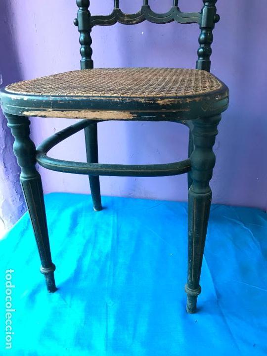 Antigüedades: Silla antigua de madera pintada en negro y asiento de rejilla. - Foto 3 - 72229135