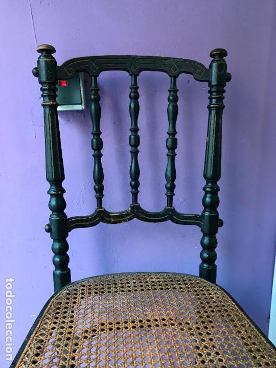 Antigüedades: Silla antigua de madera pintada en negro y asiento de rejilla. - Foto 5 - 72229135