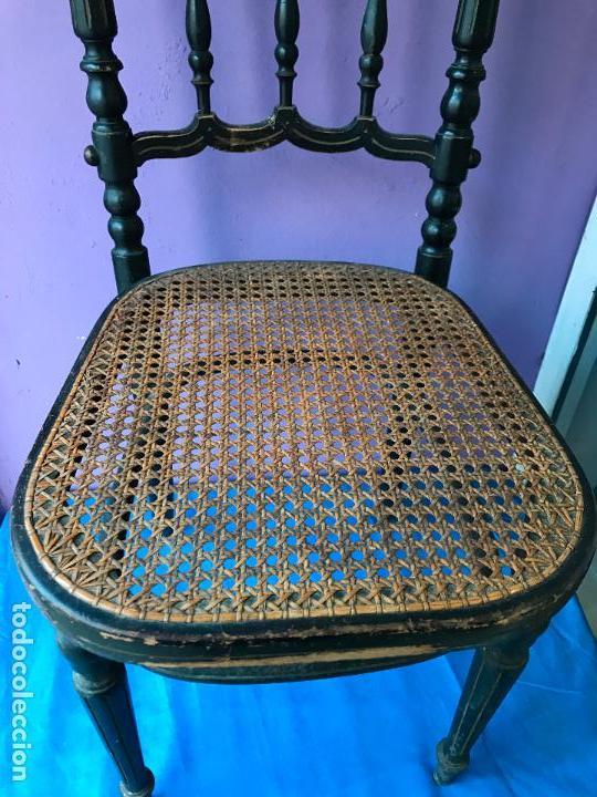 Antigüedades: Silla antigua de madera pintada en negro y asiento de rejilla. - Foto 6 - 72229135